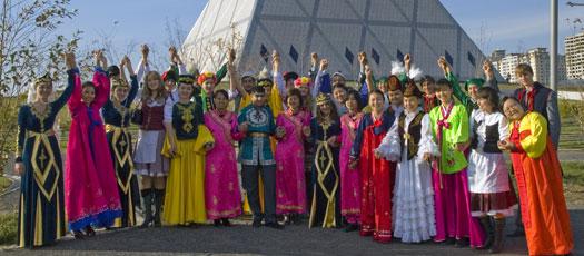 【哈萨克族礼仪-纳吾热孜节】纳吾热孜节是哈萨克斯坦的新年