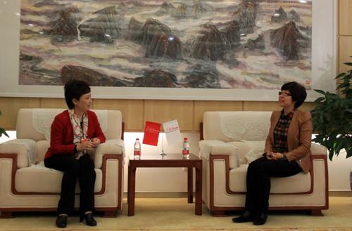 全国人大代表王宇燕访谈 - 卢新哲远程教育吧 - 卢新哲远程教育吧