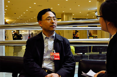 接受人民网强国论坛采访-北京市政协委员柴文忠 建立夜间巡查制度 图片