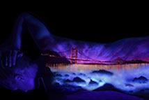 艺术家创作紫外线人体绘画
