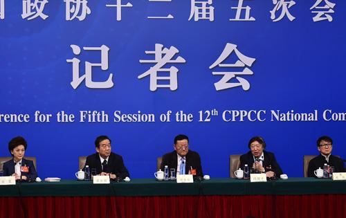 """刘长乐就""""融媒体转型趋势""""答人民网记者问"""