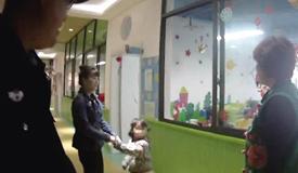 粗心爷爷把孙女送到了另一家幼儿园