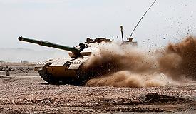 新疆军区坦克挑战极限 实战技能大幅提升