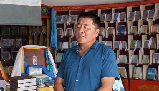 毕力贡仓蒙古文图书博物馆创始人阿拉腾毕力格接受采访