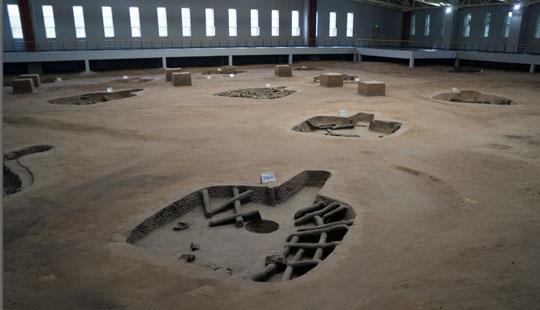 中外大学生探访哈民遗址埋藏的秘密