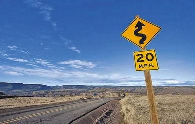 境外自驾游 不熟悉交通规则成主要障碍