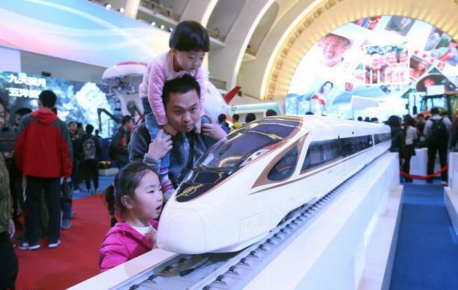 """北京""""砥砺奋进的五年""""大型成就展参观者持续爆棚"""