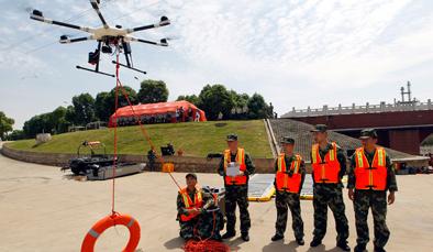 用无人机抗震救灾 拍摄、救援都不误