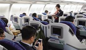 """飞机上手机""""松绑"""" 空中信息""""孤岛""""打破"""