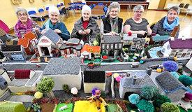 """北爱尔兰""""阿姨团""""用毛线织出整个村庄"""
