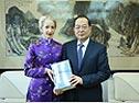 1月26日上午,人民日报社社长杨振武在报社会见了英国商务大使一行。[阅读]
