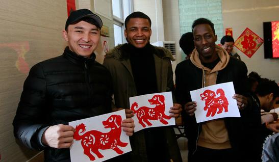 外国留学生喜迎中国年