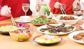 春节吃剩菜剩饭 小心肠胃病!