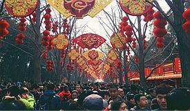 春节全国接待游客3.86亿人次 收入4750亿