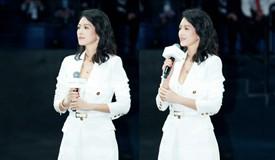 章子怡一身知性白色套装亮相活动