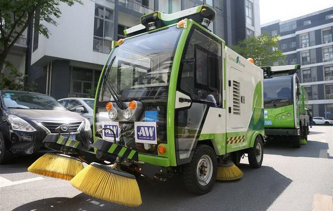 无人驾驶清洁车队在沪亮相