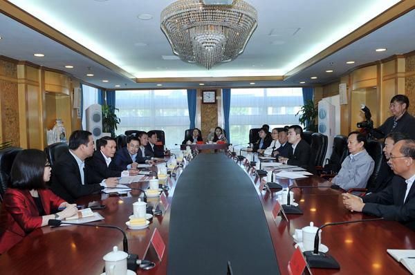 李宝善社长会见越南通讯社社长阮德利一行。(摄影:李国良)