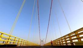 非洲主跨径最大悬索桥通车在即