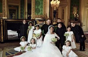 哈里王子官方结婚照出炉 幸福洋溢