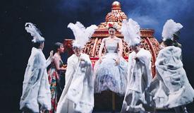 中文版音乐剧《灰姑娘》 变装吸睛十足