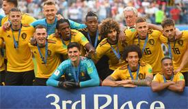 比利时夺世界杯季军 颁奖典礼众将喜笑颜开