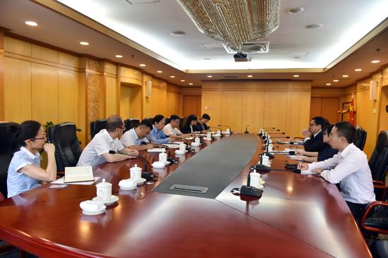 李宝善社长会见新加坡报业控股集团执行总裁伍逸松一行(摄影:翁奇羽)