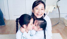 欧阳娜娜晒童年合影为妈妈庆生