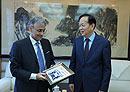 7月26日下午,李宝善社长在报社会见了意大利驻华大使谢国谊一行。[阅读]
