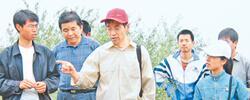 为了大西北的绿水青山1982年,26岁的邵明安只身来到陕西杨凌。他没想到,在黄土高原一待就是30多年。[阅读]