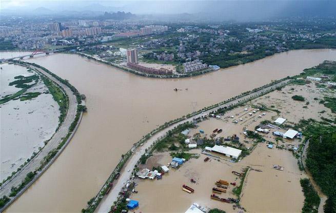 广东阳江受灾严重 救灾重建工作正在进行