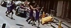 两岁女童五楼坠落 众人徒手托接街头,一女童从五楼坠落。危急一刻众人伸手接住了她,救人的英雄们找到了。[阅读]