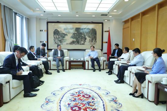 李宝善社长会见日本驻华大使横井裕一行。(摄影:李国良)