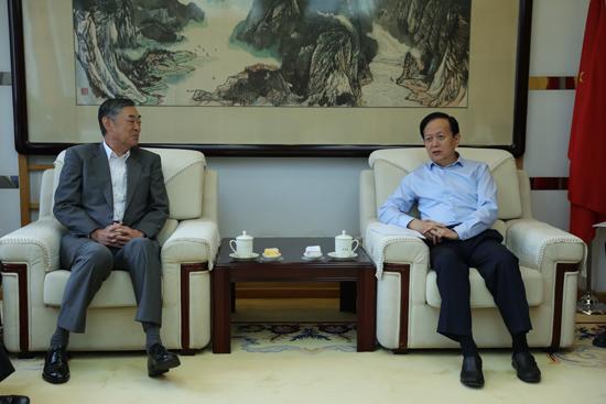 李宝善社长会见日本驻华大使横井裕。(摄影:李国良)