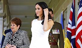 梅根王妃懷孕后現身 與哈裡王子十指緊扣