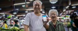 """让""""银发族""""共享2018世界杯在线投注便利我国60岁以上的老龄人口已达2.4亿,让他们更好地融入信息社会,需要积极探索。[阅读]"""