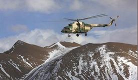 天山雄鹰:巡航在冰峰雪岭间