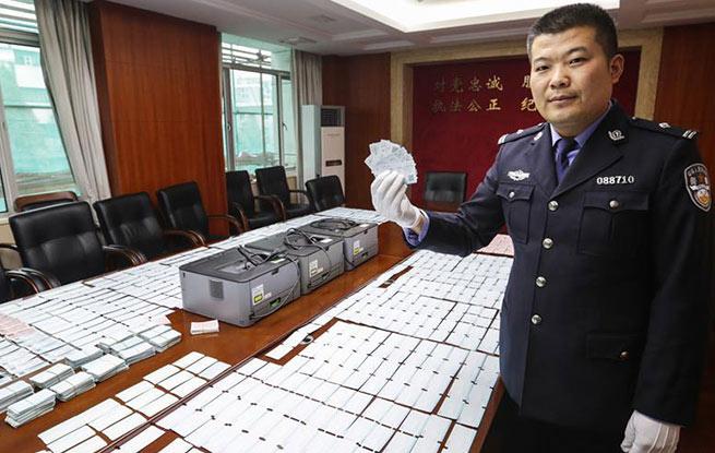 南京捣毁一家族式制贩假票窝点 缴获假火车票6000余张