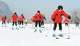 开发冰雪资源 打造热门产业