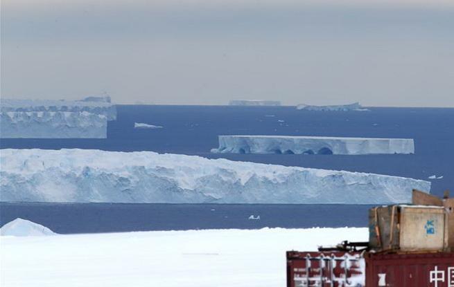 必威体育南极中山站附近的冰盖、冰川与冰山