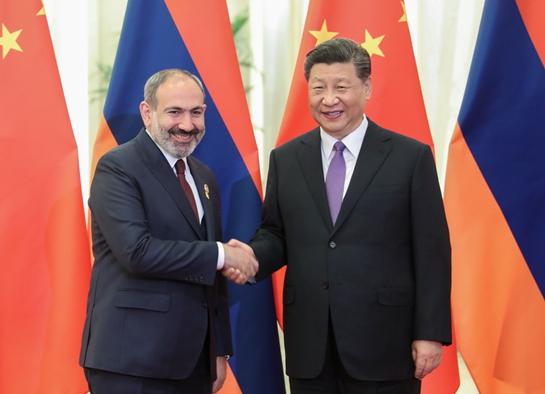 习近平会见亚美尼亚总理帕希尼扬