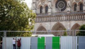 法国巴黎圣母院开始清除铅污染