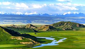 新疆巴音布鲁克草原美景如画