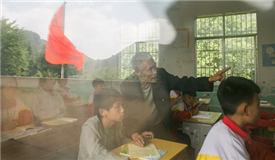 7旬老人半个世纪坚守山村教育