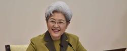 傅莹:讲好我们自己的故事《风从东方来――国际人士亲历中国改革开放》让公众了解外国人观察中国的视角。[阅读]