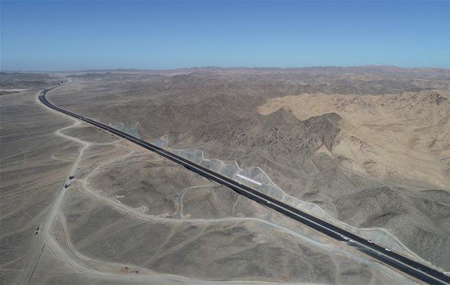 """世界最长沙漠戈壁高速公路""""最后一公里""""取得重要进展"""