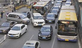 国务院:鼓励限购城市优化机动车限购管理