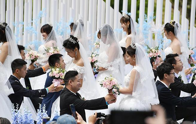 """50对""""最美逆行者""""在吉林长白山举行集体婚礼"""