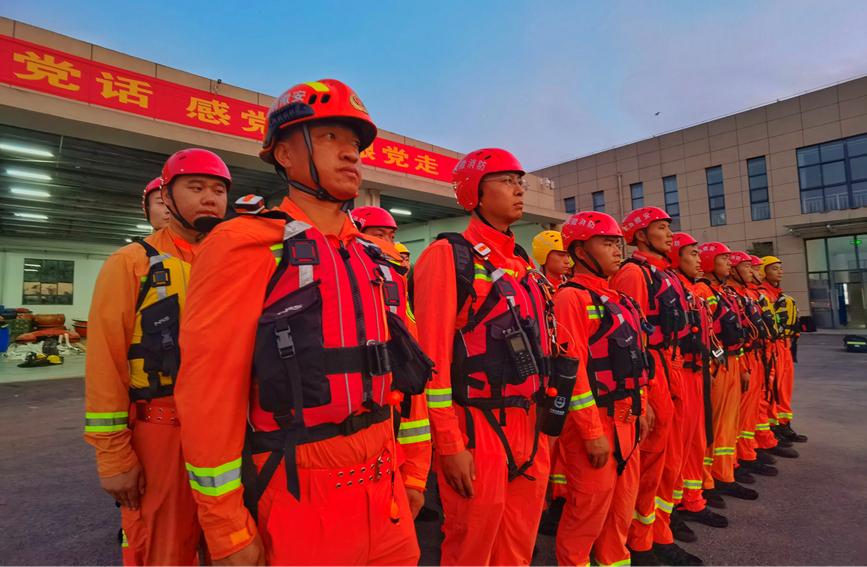 连夜集结!7省1800名消防指战员增援河南抢险救灾