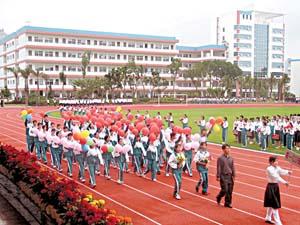 度的校运会在侨中学生心中占据着十分重要的位置-春风化雨培育名师图片