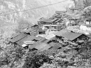 图为正在拆迁中的龚滩古镇.余继军 张炜 摄-重庆第一历史文化名镇 图片